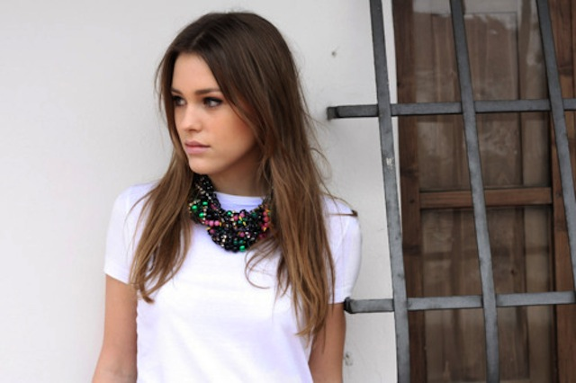 jewelry-statement-necklace-black-and-colorful-beads-020