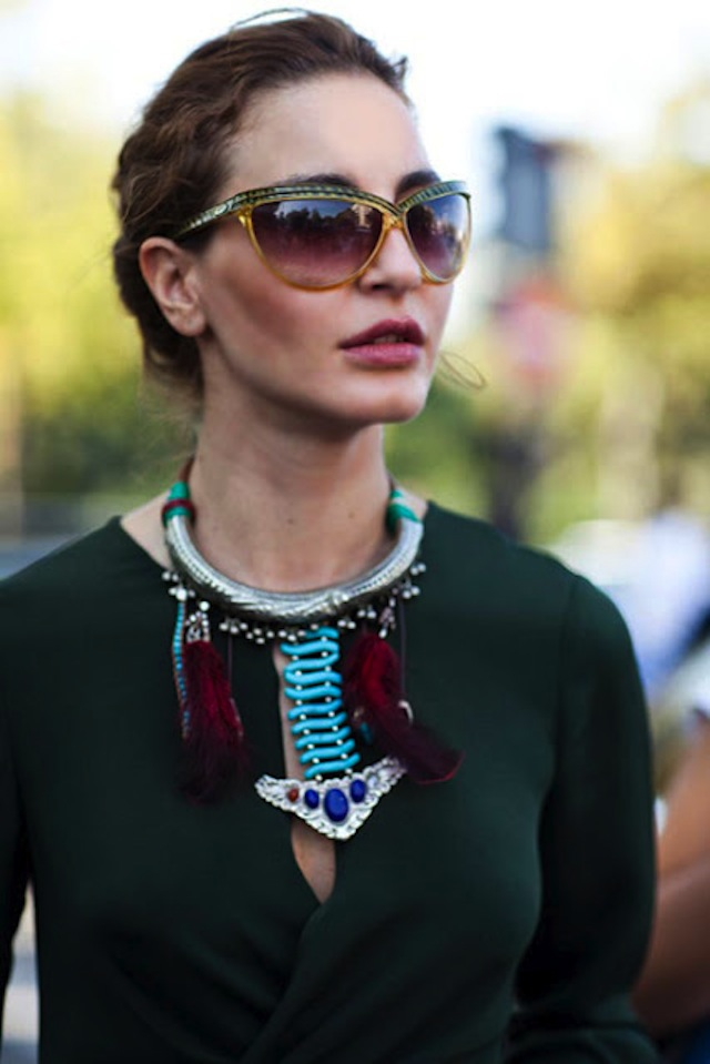 jewelry-statement-necklace-silver-turquoise-stones-red-feathers-027