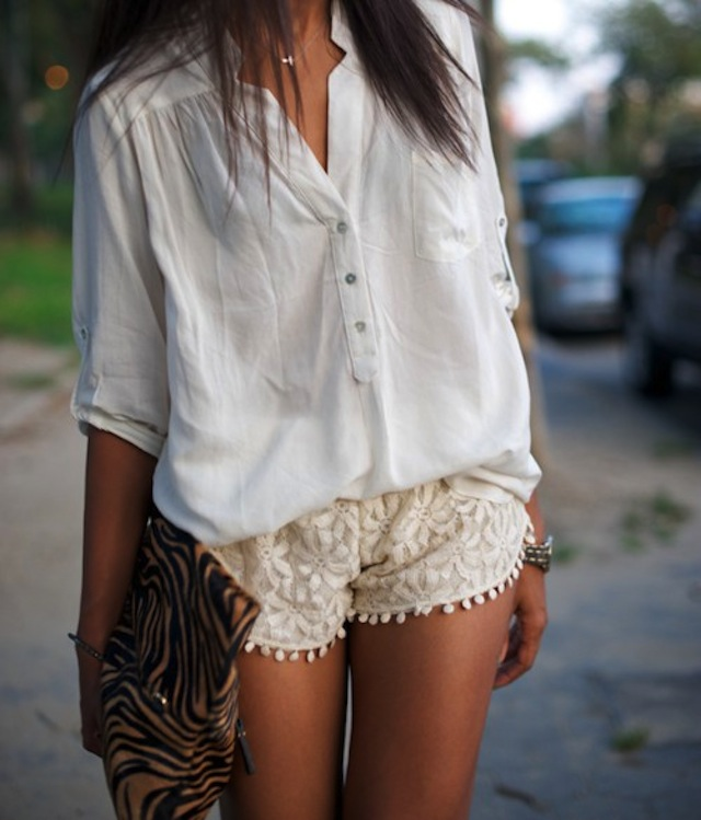 white-lace-shorts-outfit