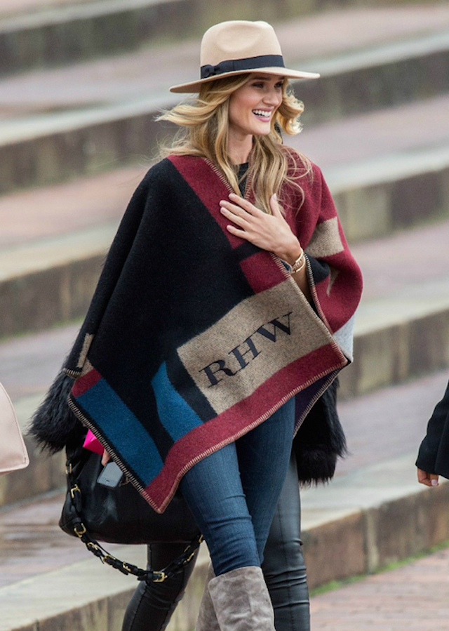 la-modella-mafia-Rosie-Huntington-Whiteley-2014-street-style-in-a-custom-initialized-Burberry-cape-1