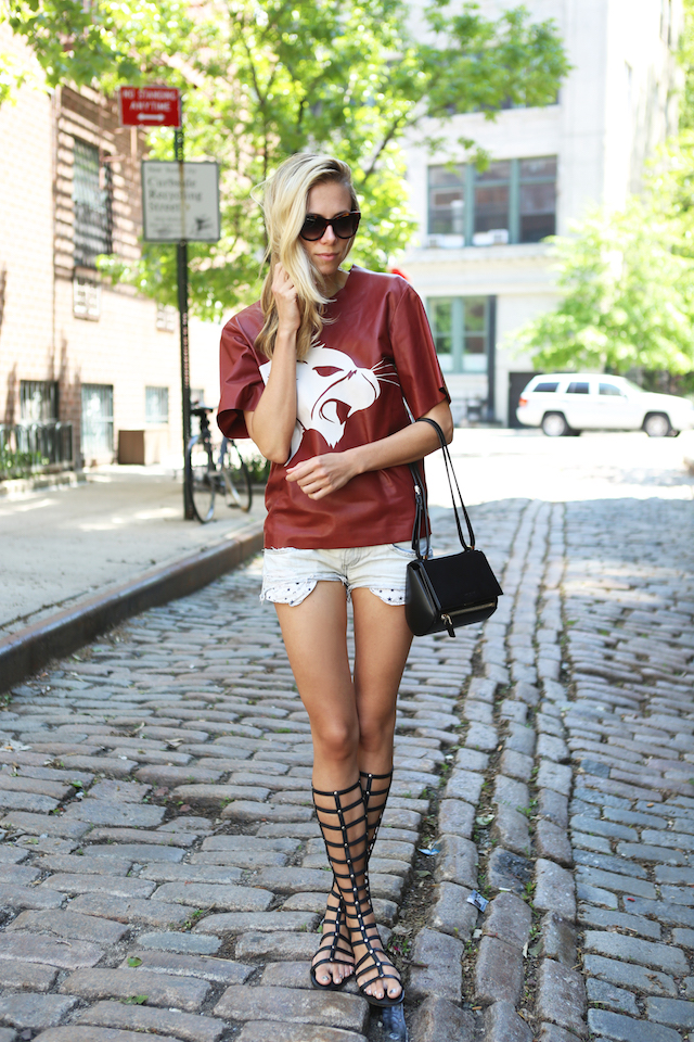 Elizabeth-minett-stuart-weitzman-gladiator-shoes-fashion-street-style-model