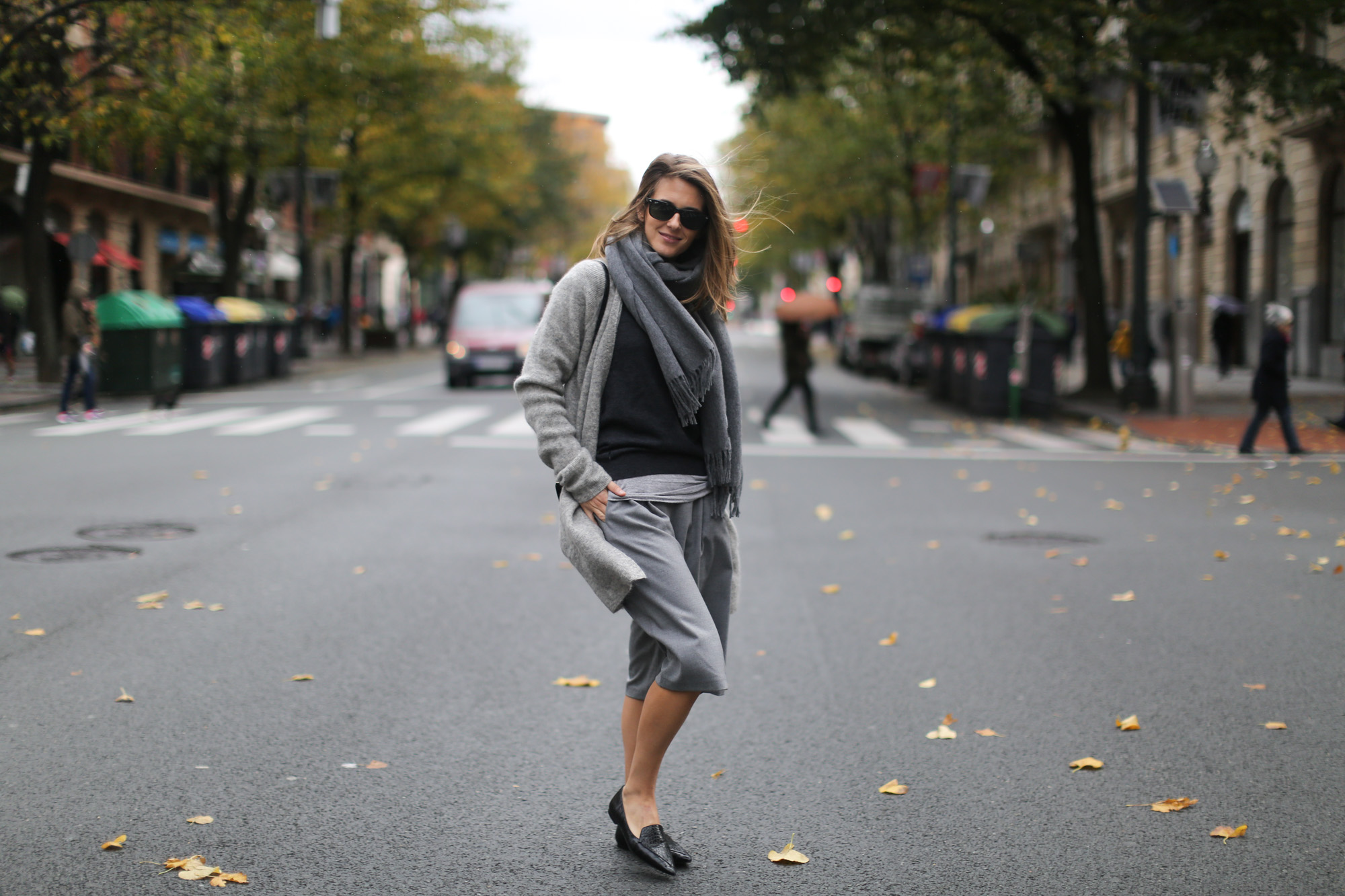 Clochet-streetstyle-all-grey-suiteblanco-culottes-hm-trend-angora-cardigan-mango-pointy-loafers-11